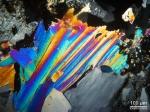 Muscovit în secțiune subțire prin lumină transmisă cu nicoli încrucișați. (1/8 sec., ISO-200)